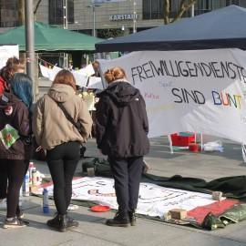 Infostand Freiwilligendienste zur Landesaktionswoche in Dresden