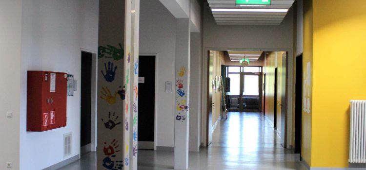 Leere Parkplätze bestimmen das Bild an der Wilhelm-Pfeffer-Schule in Rochlitz